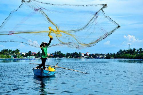 岘港海上打鱼人