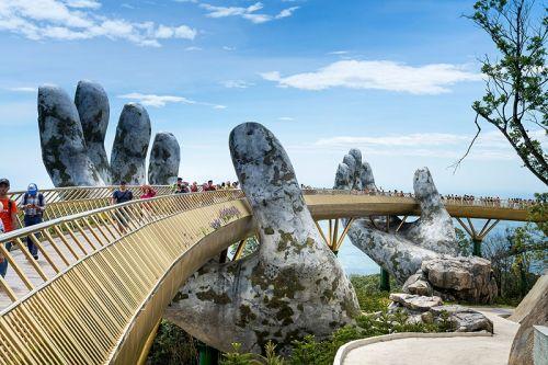 岘港黄金佛手桥