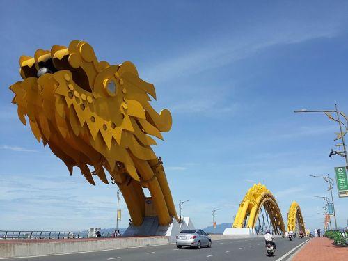 雄伟的岘港龙桥