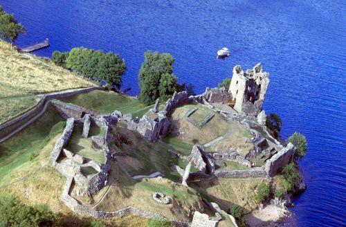 尼斯湖边城堡遗址