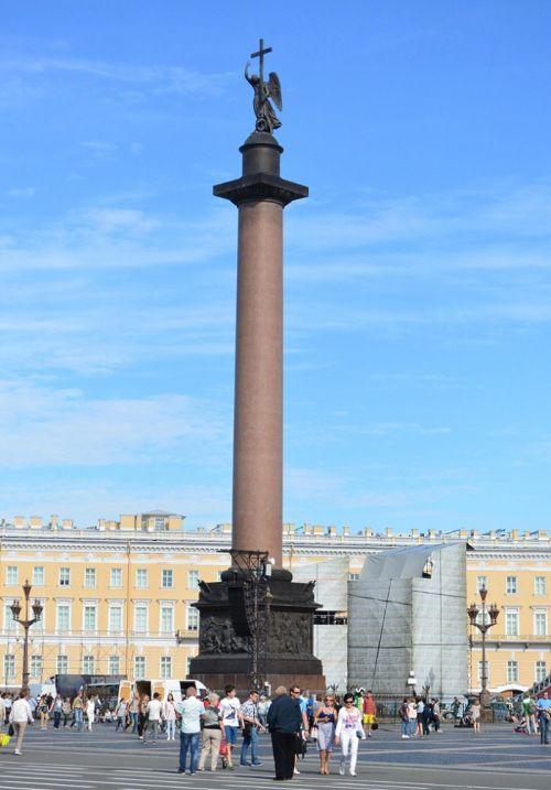 冬宫广场上的亚历山大纪念柱