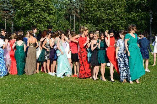 绿地上的俄罗斯美女们