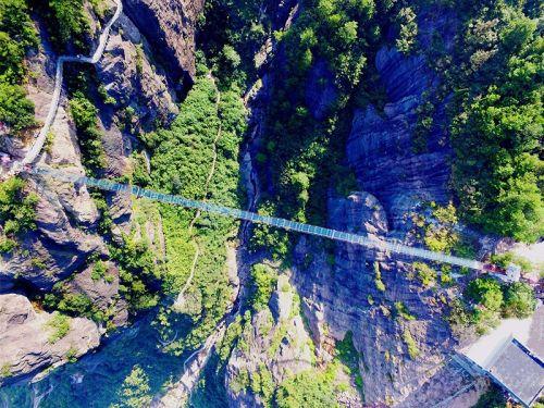 平江石牛寨的玻璃桥