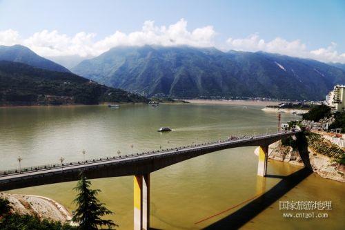 图7:游高峡平湖  赏巫山云雾   唐探峰摄