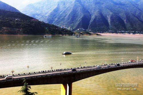 图4:游船将游巫山5A级景区小三峡   唐探峰摄
