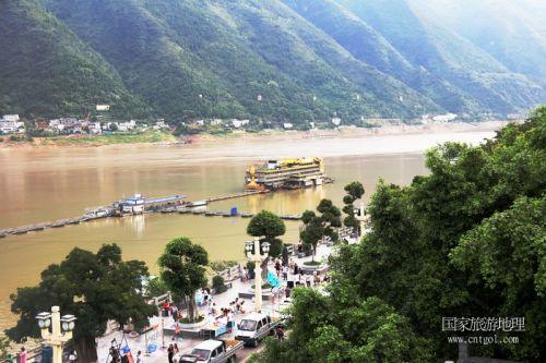 图5:三峡黄金水道巫山生态港口码头如画   唐探峰摄
