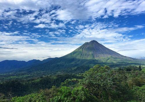 火山美景远眺