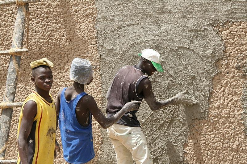 在泥墙的工匠们