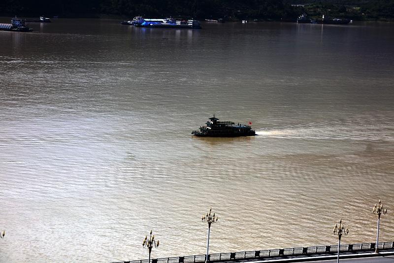 图4:游船经大宁湖安畅游巫山小三峡   唐探峰摄