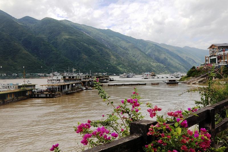 图5:8月22日,长江洪峰过境时安畅的巫山港区客运码头   唐探峰摄