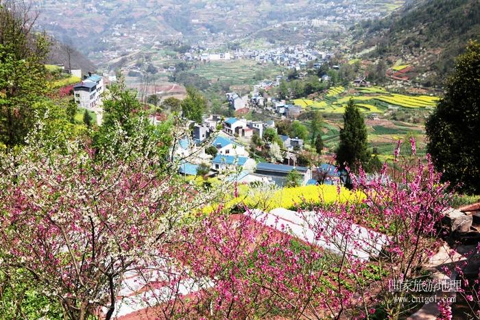 图17:新农村民宿多建在美景中   唐探峰摄