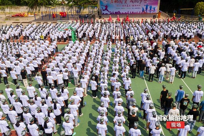 5、2020年9月1日航拍广西梧州商贸学校军训现场。(何华文)