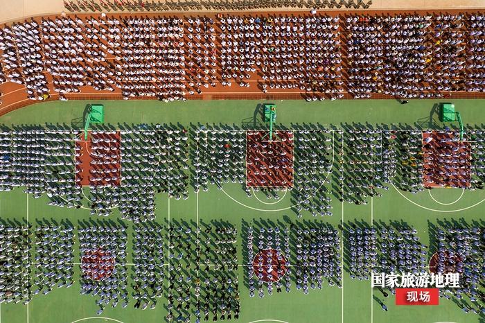 2、2020年9月1日航拍广西梧州商贸学校军训现场。(何华文)
