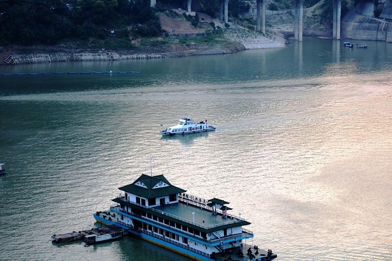 图3:巫山港航海事监督艇出航巡查安全  唐探峰摄