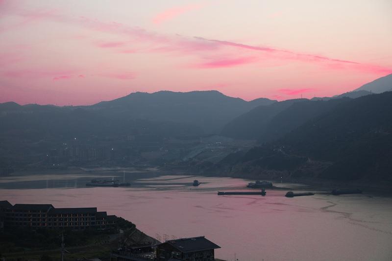 图3:重庆巫山朝霞映在大宁湖   唐探峰摄