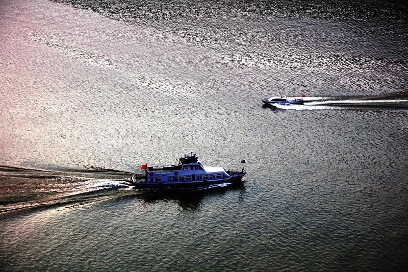 图5:巫山港航海事船出航巡查水路安全   唐探峰摄
