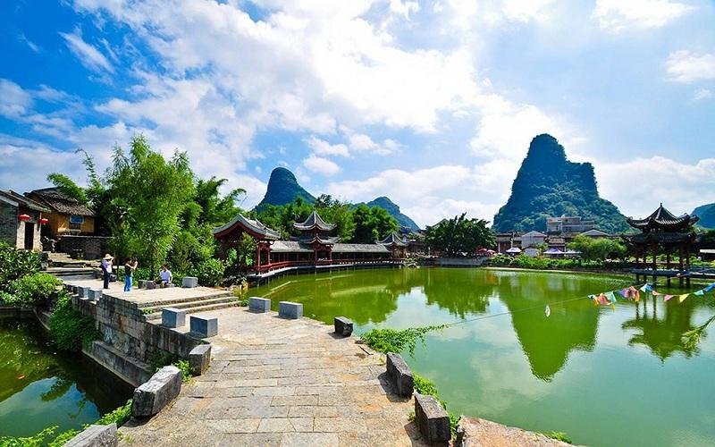 世界上唯一的水游天坑-凤山三门海