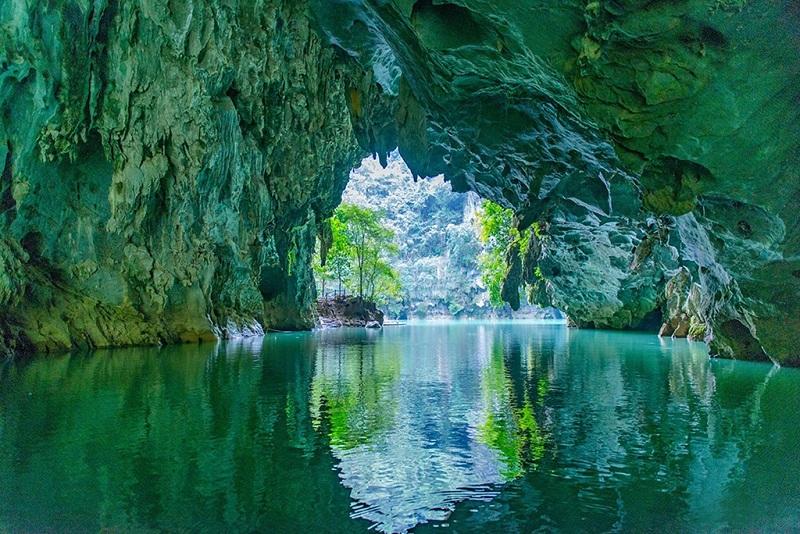 世界唯一的水上天坑--三门海溶洞美景