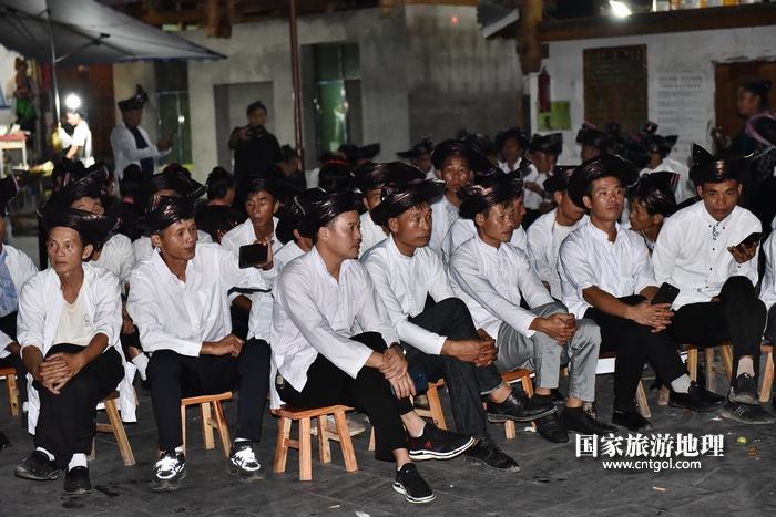 2020年9月15日,贵州省黔东南苗族侗族自治州从江县往洞镇增冲村在广场唱侗歌欢庆一年一度的新米节。5