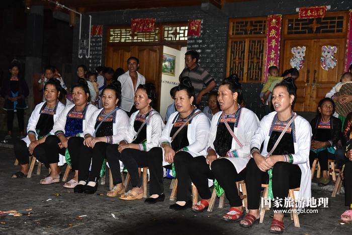 2020年9月15日,贵州省黔东南苗族侗族自治州从江县往洞镇增冲村在广场唱侗歌欢庆一年一度的新米节。4