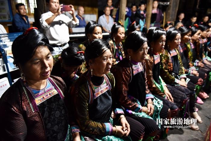 2020年9月15日,贵州省黔东南苗族侗族自治州从江县往洞镇增冲村在广场唱侗歌欢庆一年一度的新米节。10