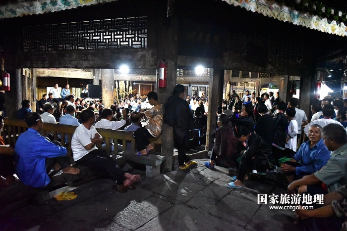 2020年9月15日,贵州省黔东南苗族侗族自治州从江县往洞镇增冲村在广场唱侗歌欢庆一年一度的新米节。11