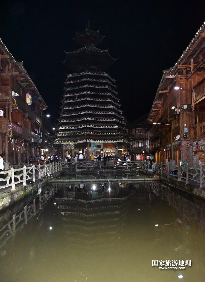 2020年9月15日,贵州省黔东南苗族侗族自治州从江县往洞镇增冲村在广场唱侗歌欢庆一年一度的新米节。12