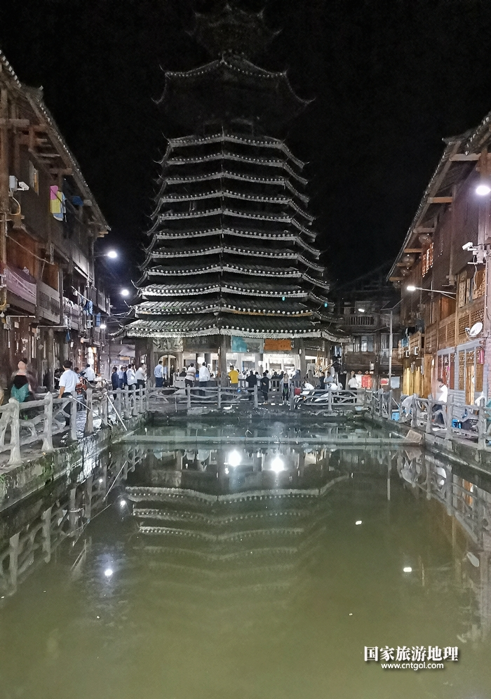 2020年9月15日,贵州省黔东南苗族侗族自治州从江县往洞镇增冲村在广场唱侗歌欢庆一年一度的新米节。15