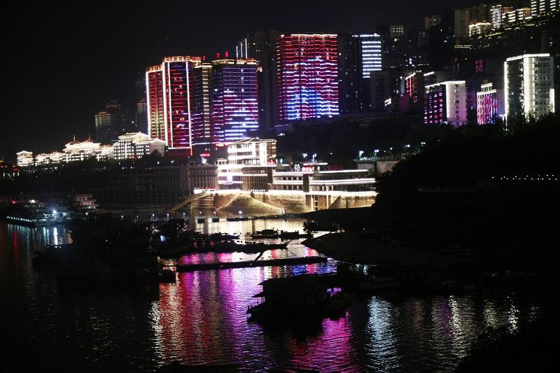 图8:国庆中秋巫山大宁湖港区夜景似仙境  唐探峰摄