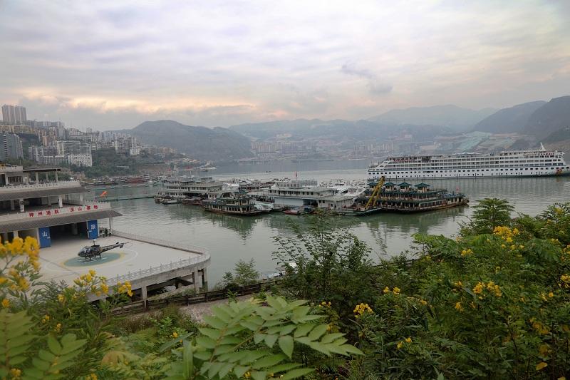 图1:神州通航巫山基地位于游客中心即旅游码头   唐探峰摄