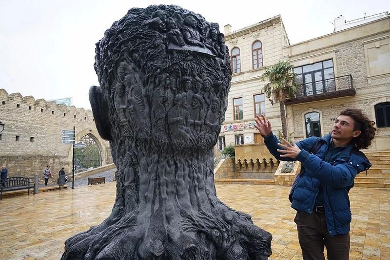 巴库人头雕塑作品