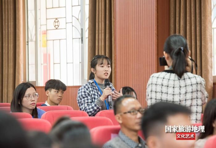 学生代表提问(何华文)