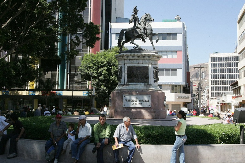 洪都拉斯首都的市中心广场