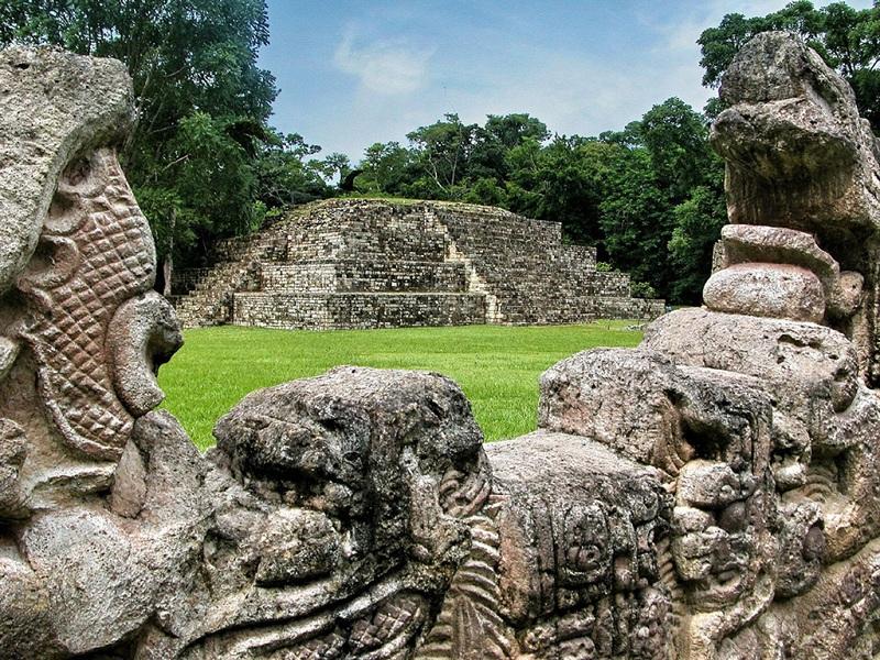 玛雅文明科潘遗址中的长方形球场