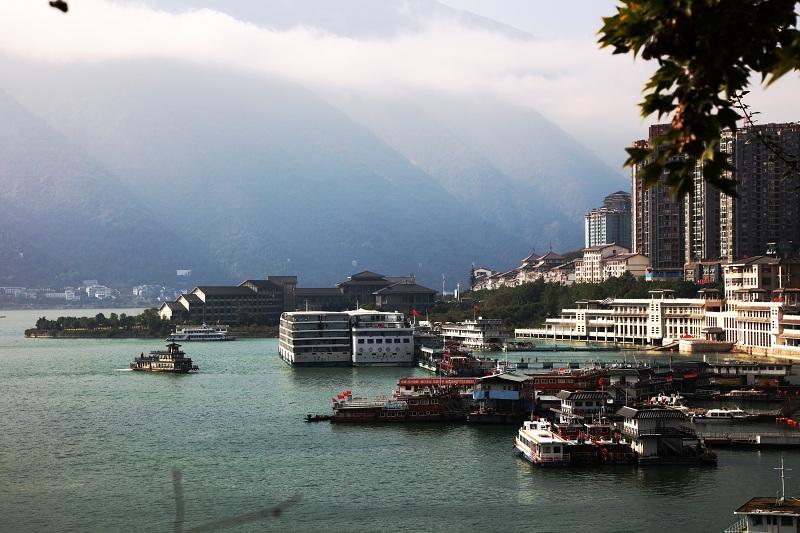 图3:三峡水库175米蓄水巫山港区旅游和客运码头已安畅升移固系   唐探峰摄