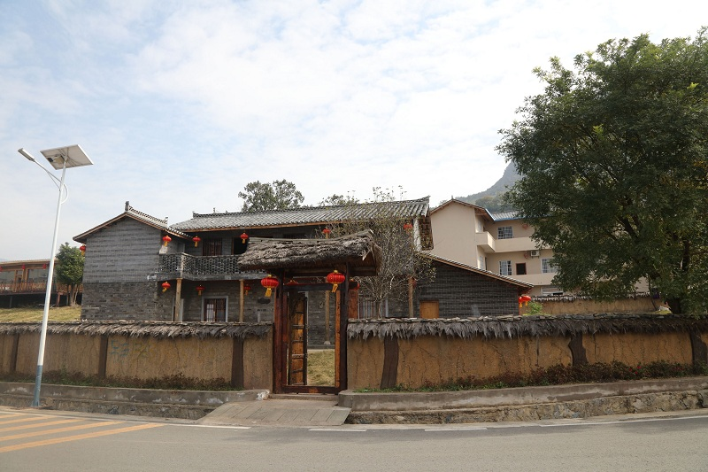 图8:建平乡柳坪游客中心三峡院子建设峻工正喜迎四方游客   唐探峰摄