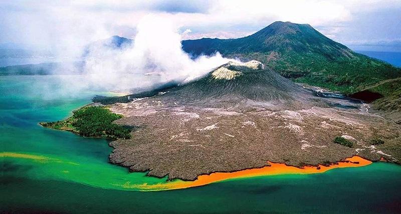 巴布亚新几内亚拉包尔火山风光