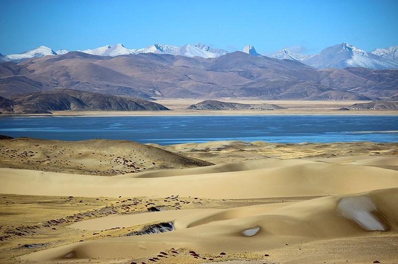 阿里冬季狮泉河风景