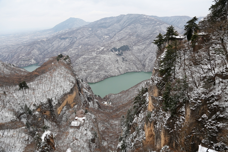 02——2020年11月21日拍摄的甘肃省平凉市崆峒山雪景。