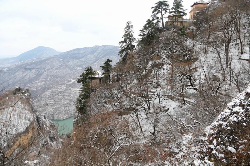 06——2020年11月21日拍摄的甘肃省平凉市崆峒山雪景。