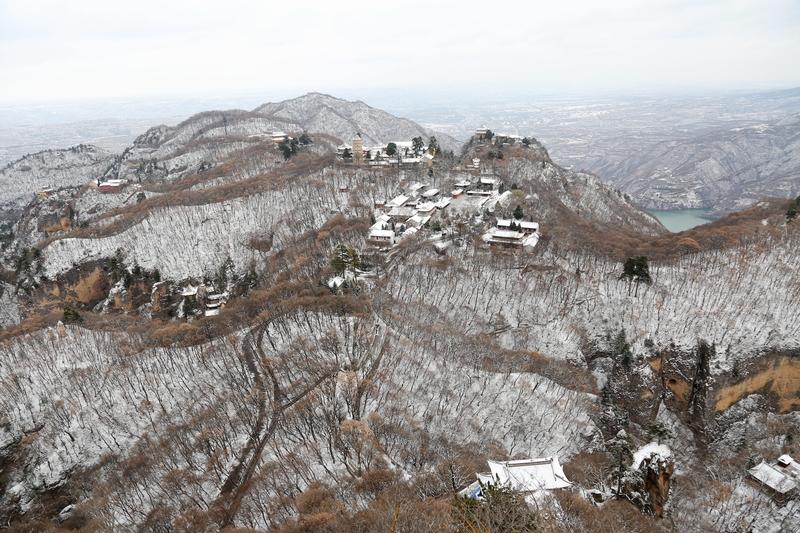 10——2020年11月21日拍摄的甘肃省平凉市崆峒山雪景。