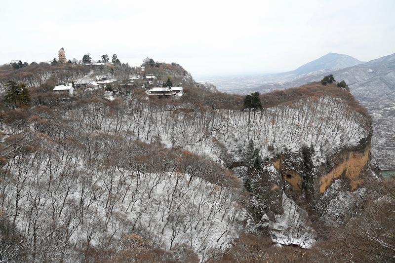 12——2020年11月21日拍摄的甘肃省平凉市崆峒山雪景。