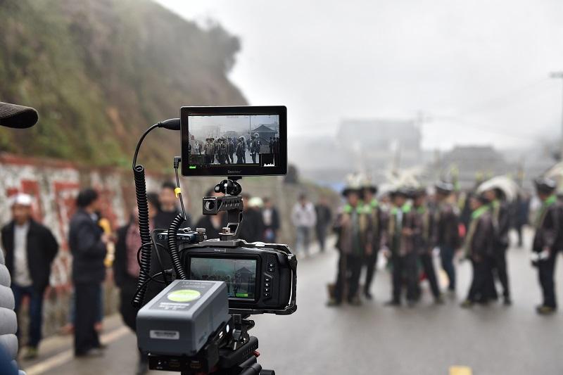 2020年11月16至18日,貴州省黔東南苗族侗族自治州從江縣加勉鄉黨港村舉行24年一度鼓藏節活動。圖為劇組在拍鼓藏節專題片