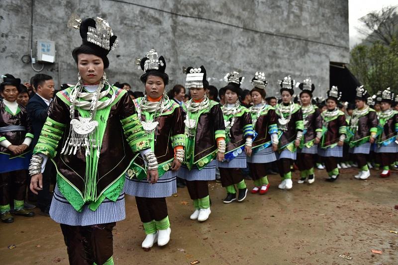2020年11月16至18日,貴州省黔東南苗族侗族自治州從江縣加勉鄉黨港村舉行24年一度鼓藏節活動。圖為月亮山苗族婦女在踩歌堂祭祖3