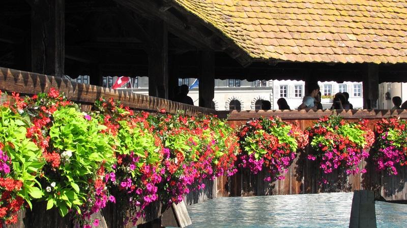 琉森湖上的廊桥