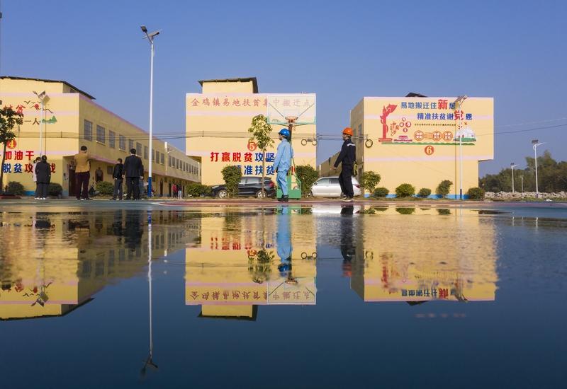 14、金鸡一幢幢崭新的移民新居(何华文)