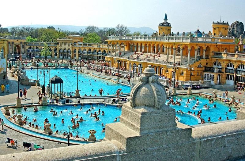 匈牙利赛切尼温泉浴场