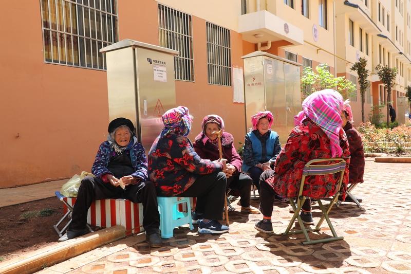 从大山深处搬进城里的村民,住上新房,过上幸福的日子。 王吉聪 摄