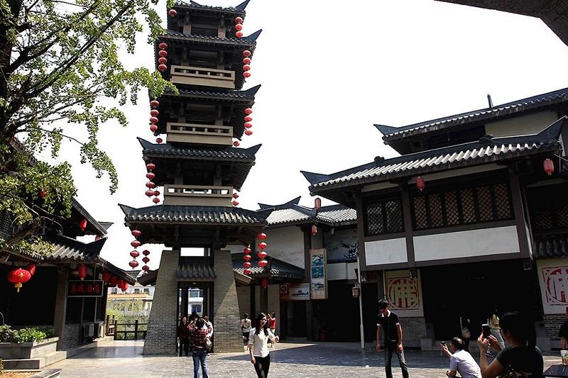 秦皇宫内的佛塔