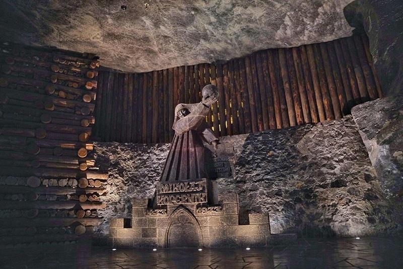 古老传说中的金卡公主雕像